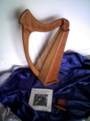 22 STRING HARP IN MINT CONDITION (W/FREE ACCESSORIES)